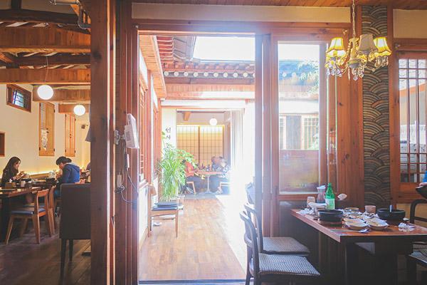 インサドングェジブ 韓国の雰囲気が漂う店内