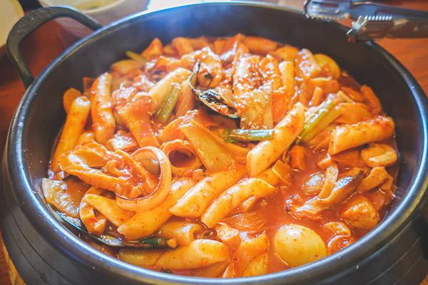 インサドングェジブ 海鮮辛味トッポギ2