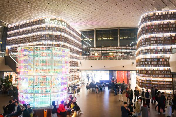 韓国で話題!フォトジェニック図書館 STARFIELD LIBRARY
