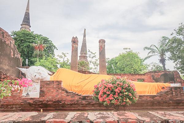 タイの涅槃像