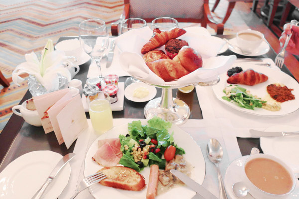 1テーブルに1台、パンの器