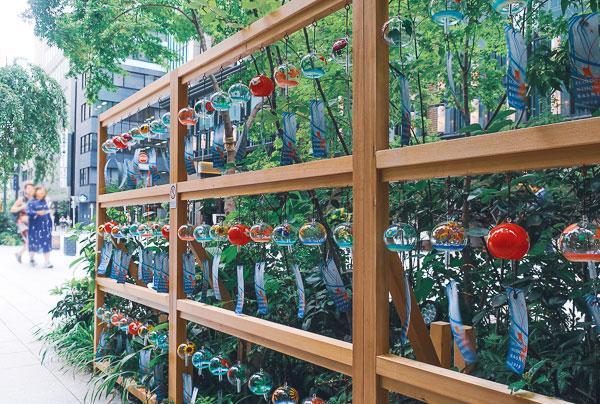 『福徳神社』に現れた風鈴の小径