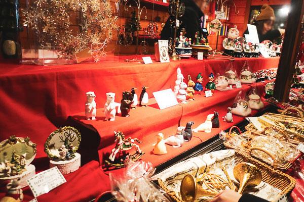 クリスマスの置物屋