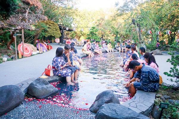 大江戸温泉物語 庭の足湯