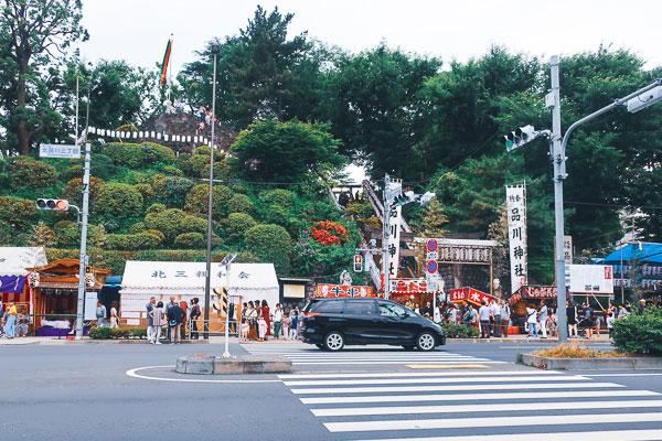 新馬場駅を出るとすぐにある品川神社
