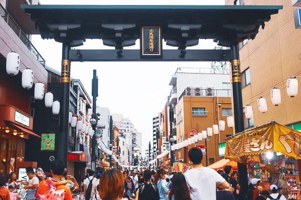 新馬場の商店街『北馬場参道通り』