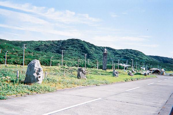 新島モヤイ像