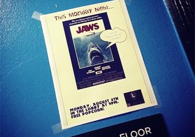 月曜日は映画の日。共有スペースで映画を
