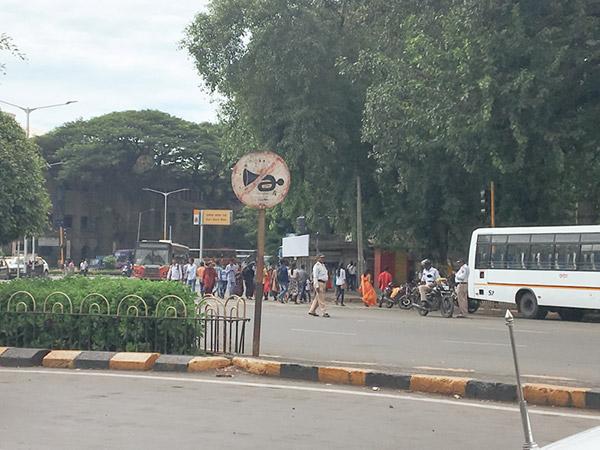 ムンバイの無意味なクラクション禁止マーク