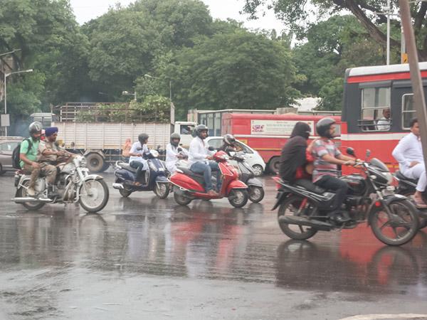 ムンバイのノーヘルバイク