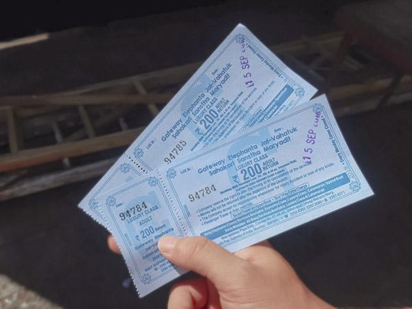 エレファンタ石窟群行きのボートチケット
