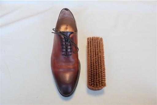 革靴ブラシで磨く2