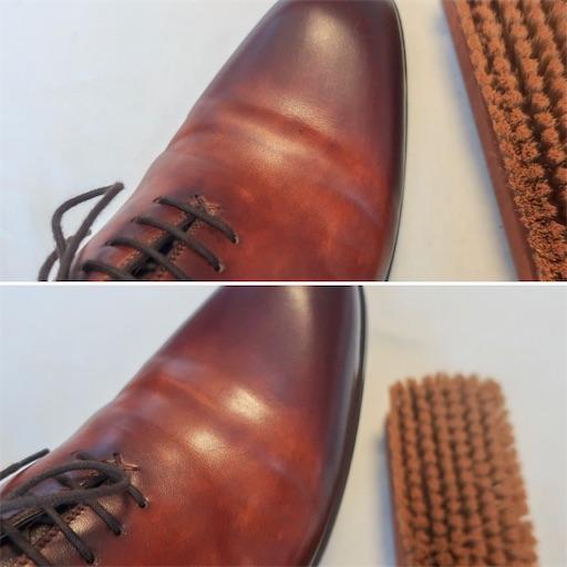 革靴ブラシで磨く